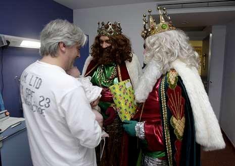 Melchor, Gaspar y Baltasar hablaron con los pacientes y escucharon sus peticiones.