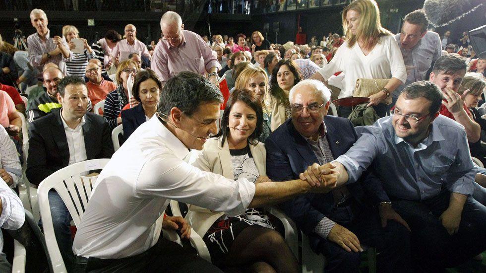 Pedro Sánchez y Adrián Barbón, en un mitin en La Corredoria