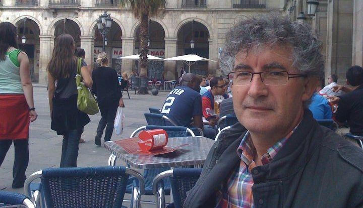 Xosé Dobarro anima aos dezaos a participar na andaina reivindicativa pola Serra do Candán.