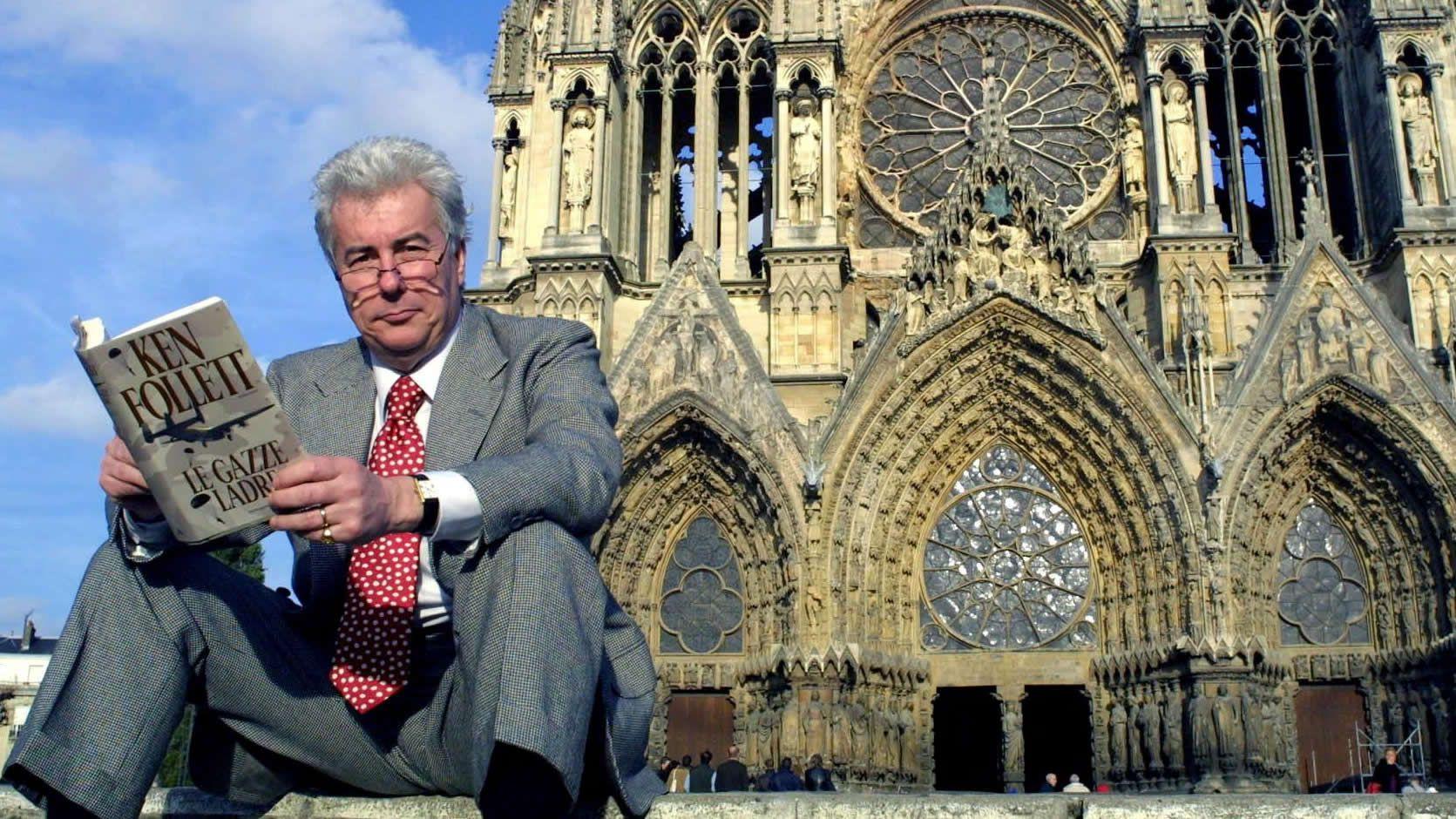El escritor, en París en el 2001 con «Alto Riesgo»