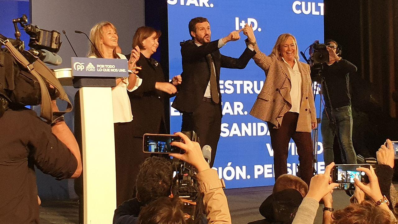 Pablo Casado junto a Carmen Moriyón, Paloma Gázquez y Mercedes Fernández en Oviedo