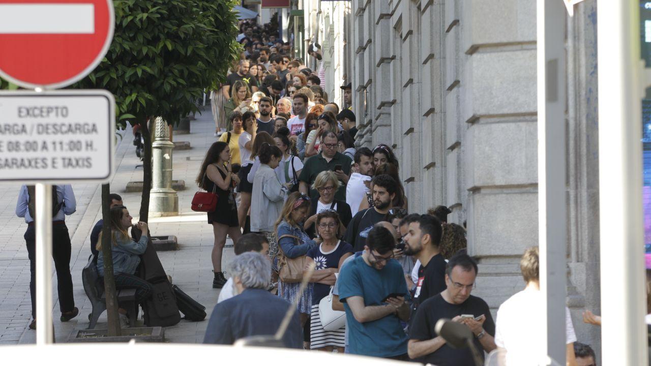 Se formaron largas colas para comprar las entradas de las actuaciones de Vetusta Morla y Xoel López