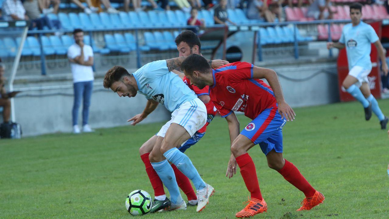 Los jugadores del Real Oviedo durante un entrenamiento en el Carlos Tartiere