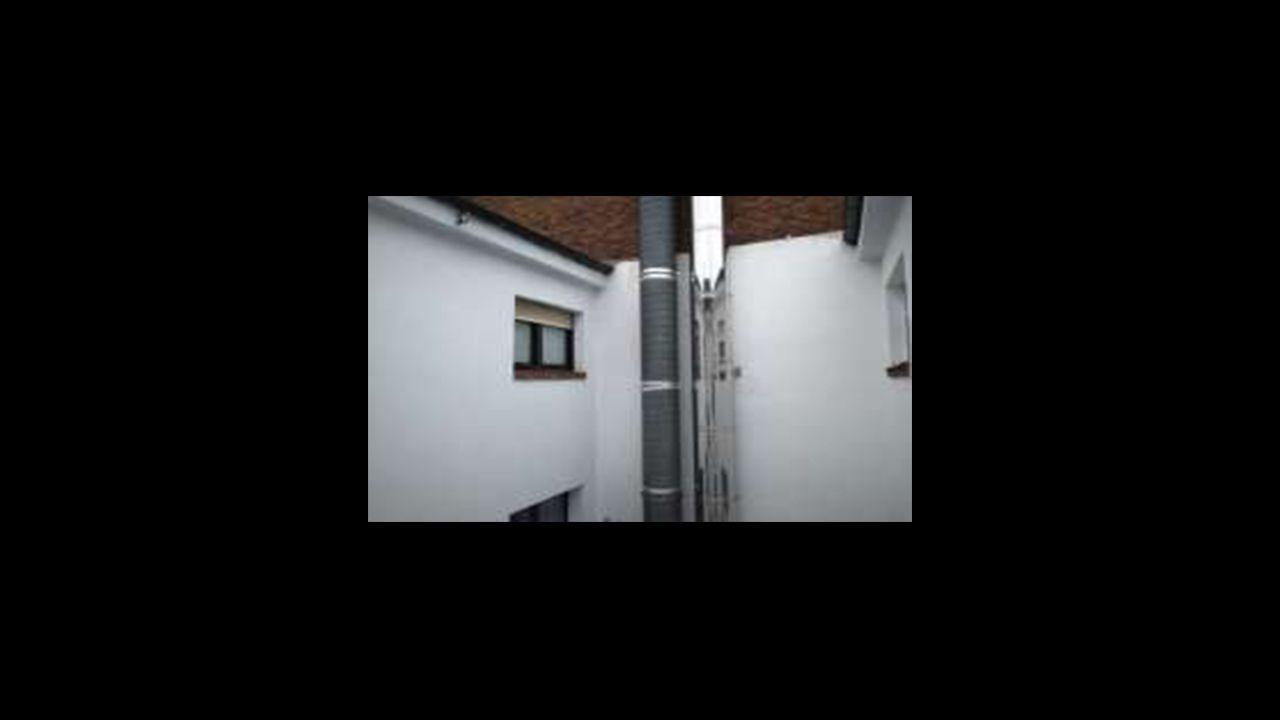Los vecinos de la Asociación de Vecinos de Gascona e Indalecio Prieto denuncian la existencia de chimeneas sin licencia