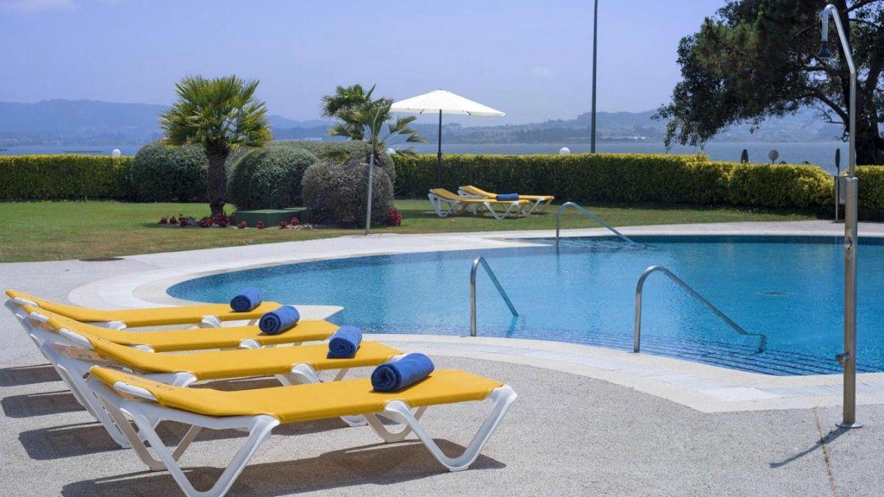 Piscina exterior en Hotel Eurostars Isla de La Toja