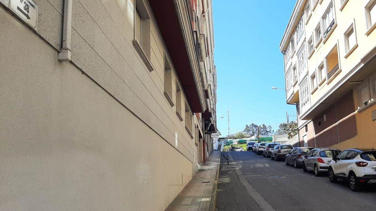 Así empezó la selectividad en Viveiro.Aprovecharán para ponerle nombre a calles que no lo tienen, como la de la foto, que conecta la Avenida Álvaro Cunqueiro con la Rúa do Pilar