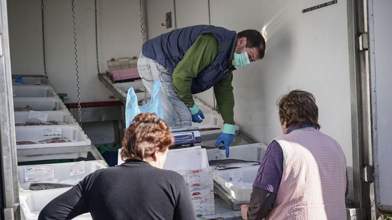Jerónimo Vázquez vende pescado por los pueblos de la comarca de O Ribeiro