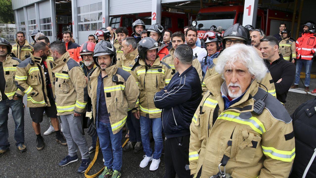 Un grupo de cocineras y trabajadores reparte almuerzos este miércoles en Colina, al norte de la región metropolitana de Santiago (Chile).