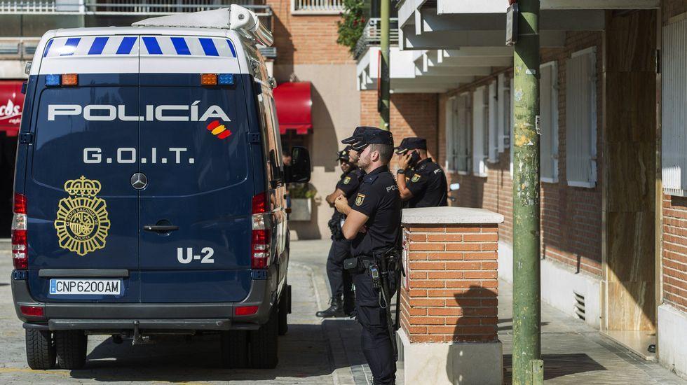 El presunto pederasta de Ciudad Lineal no contesta.La policía durante las labores de registro del presunto pederasta Angel Ortiz en septiembre del 2014