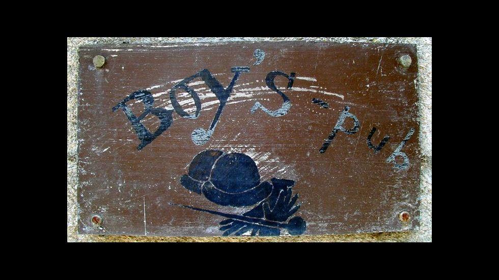 Letrero del Boy's Pub, que permaneció abierto entre 1982 y mediados de los años 90 en el casco viejo de Chantada