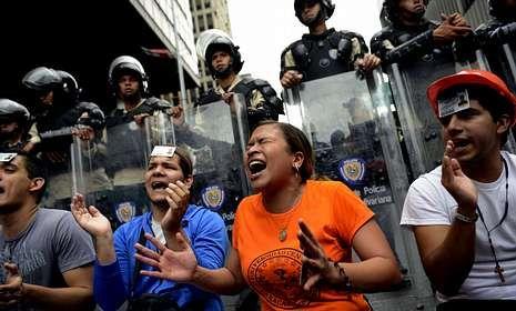 Protesta de universitarios contra los presupuestos del Ministerio de Educación.