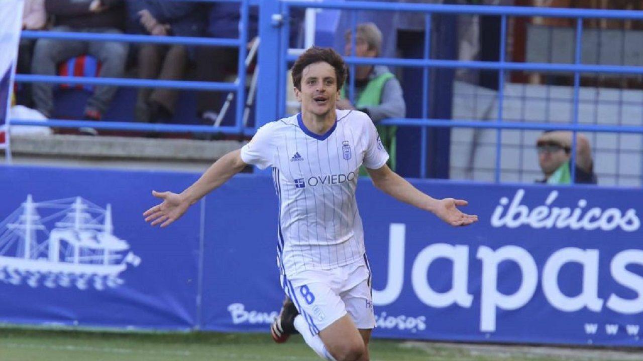gol Sangalli Extremadura Real Oviedo Francisco de la Hera.Marco Sangalli celebra su gol ante el Extremadura