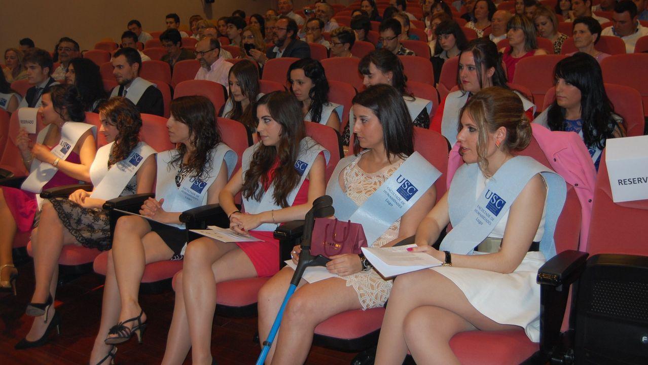 cica.Acto de graduación en la Facultad de Humanidades de Lugo en el 2014. El estudio analiza la situación de los titulados en ese año.