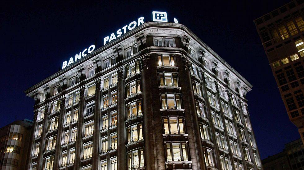 Las grandes cifras de la compra del Popular por parte del Santander.Trabajadores del Banco Popular se manifiestan ante la oficina central en Oviedo.