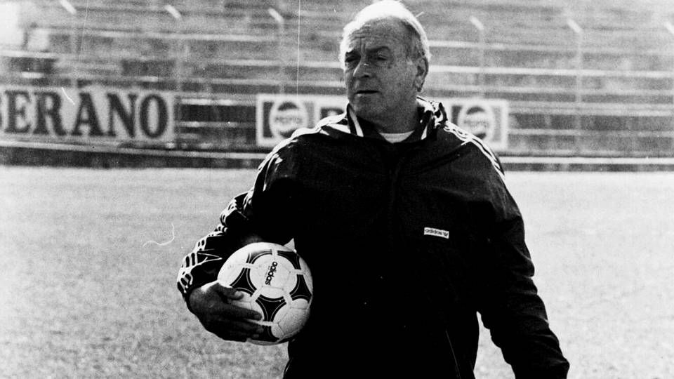 Di Stéfano.Di Stéfano bate a Acuña en la temporada 53-54