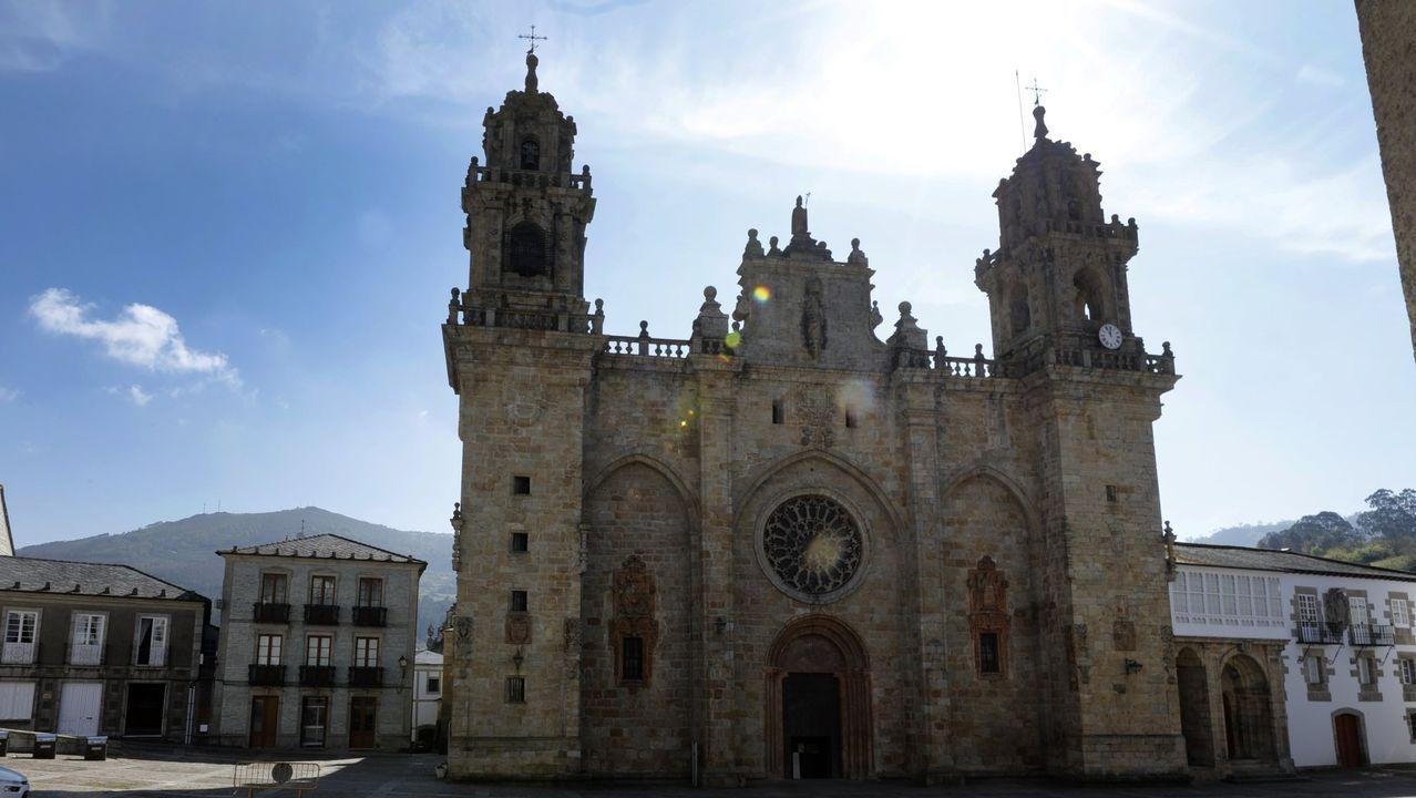 José María Ratoeira, vecino de Mondoñedo encamado por un ictus y con una orden de desahucio de la Sareb