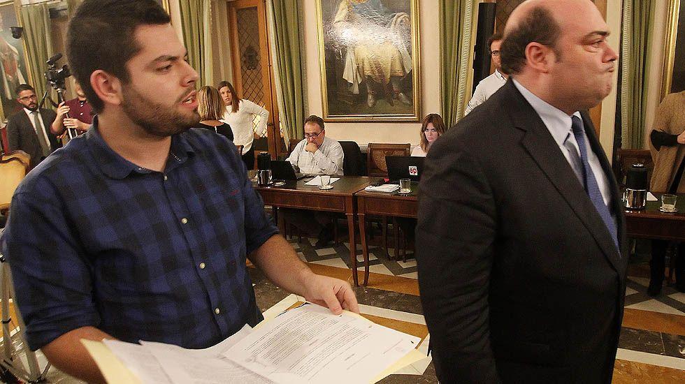 Rubén Rosón se dirige a Agustín Iglesias Caunedo, al término de un pleno de Oviedo.Rubén Rosón se dirige a Agustín Iglesias Caunedo, al término de un pleno de Oviedo