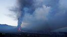 Nuevas coladas de lava salen del volcán de La Palma