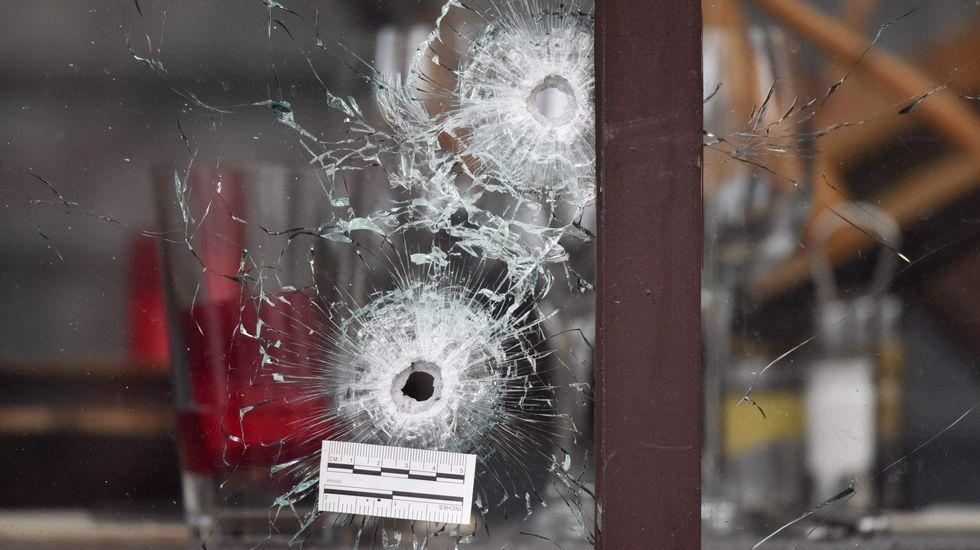 Disparos en una de las cafeterías atacadas.