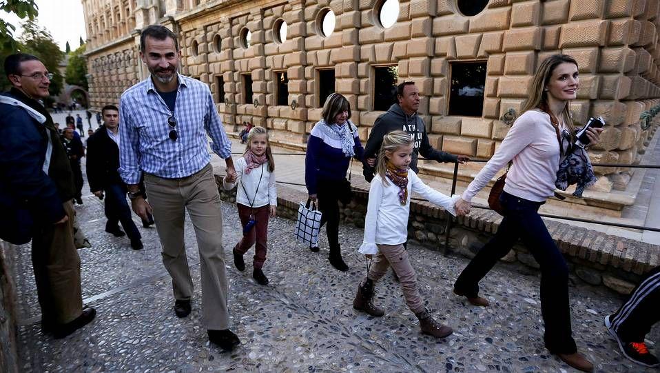 Felipe, Letizia y las infantas, en  Granada