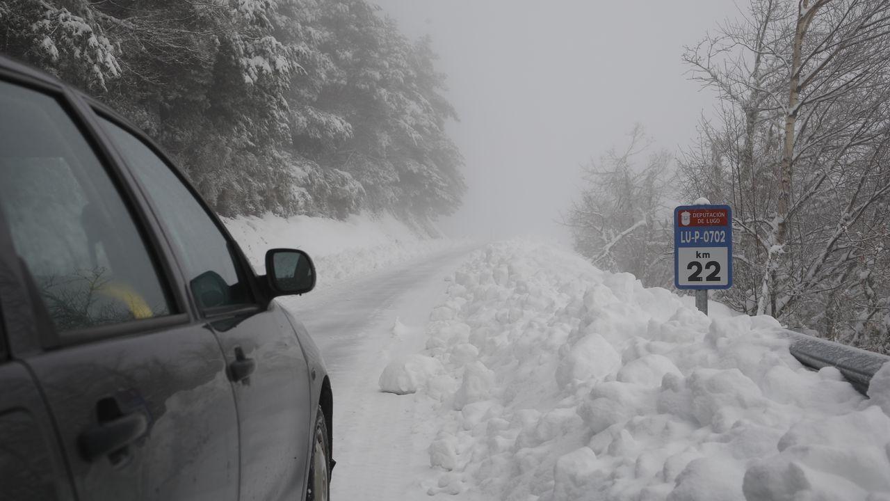 Así afectará a Galicia la gran nevada.El temporal de nieve persiste en la montaña lucense