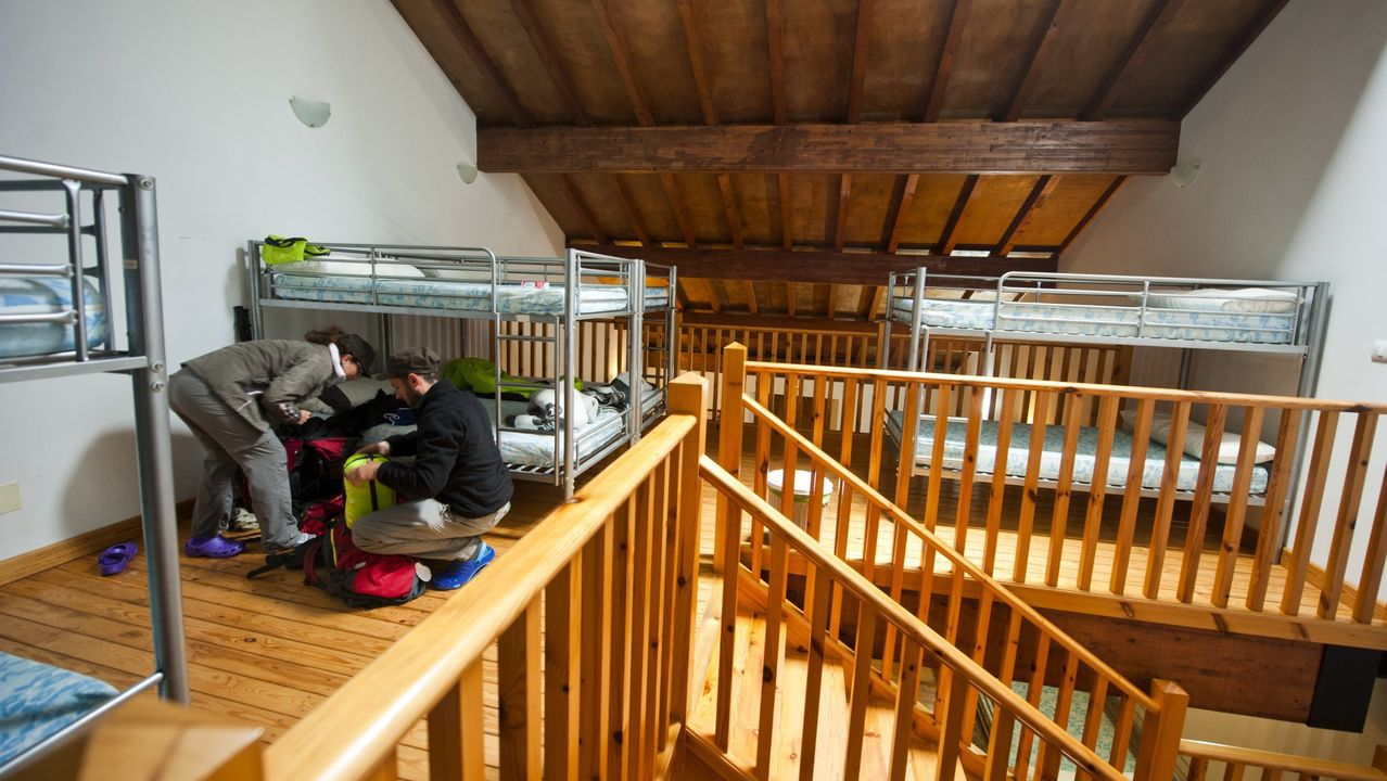 La antigua casa de oficios se ha convertido en un alojamiento con 70 plazas, de la mano de la empresa Caminamos Contigo