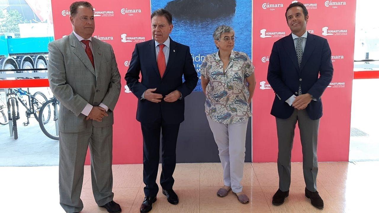 El alcalde de Oviedo, Alfredo Cantelí, antes su visita a la Fidma, acompañado de la alcaldesa de Gijón, Ana González, el presidente de la Cámara de Comercio, Félix Baragaño, y vicealcalde de Oviedo