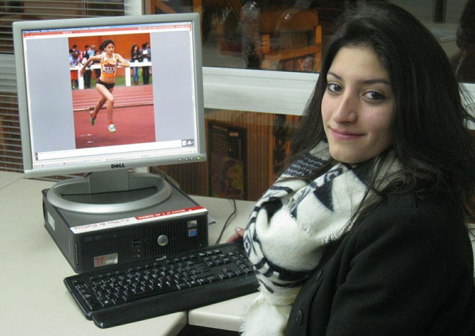 Saleta Fernández, en una de sus recientes visitas a la delegación de La Voz en Monforte.