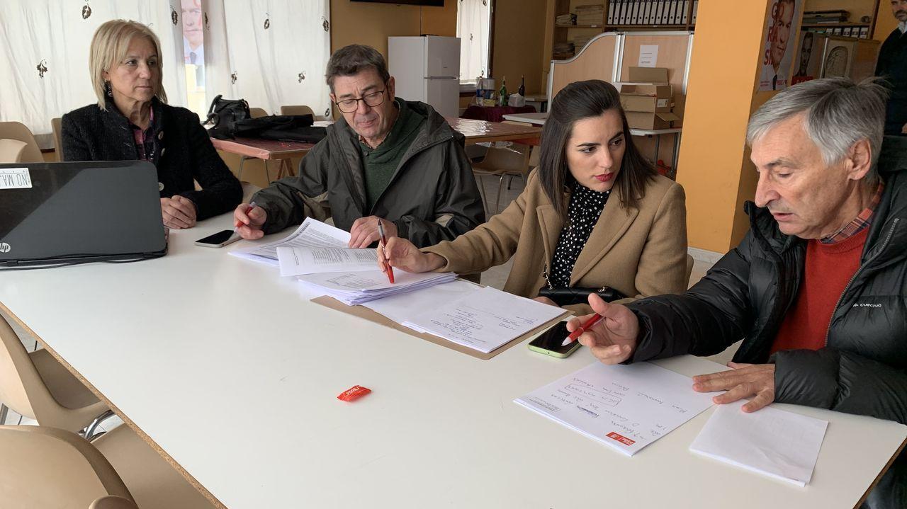 La secretaria general del PSE-EE, Idioa Mendia, junto a Pedro Sánchez, durante un acto electoral