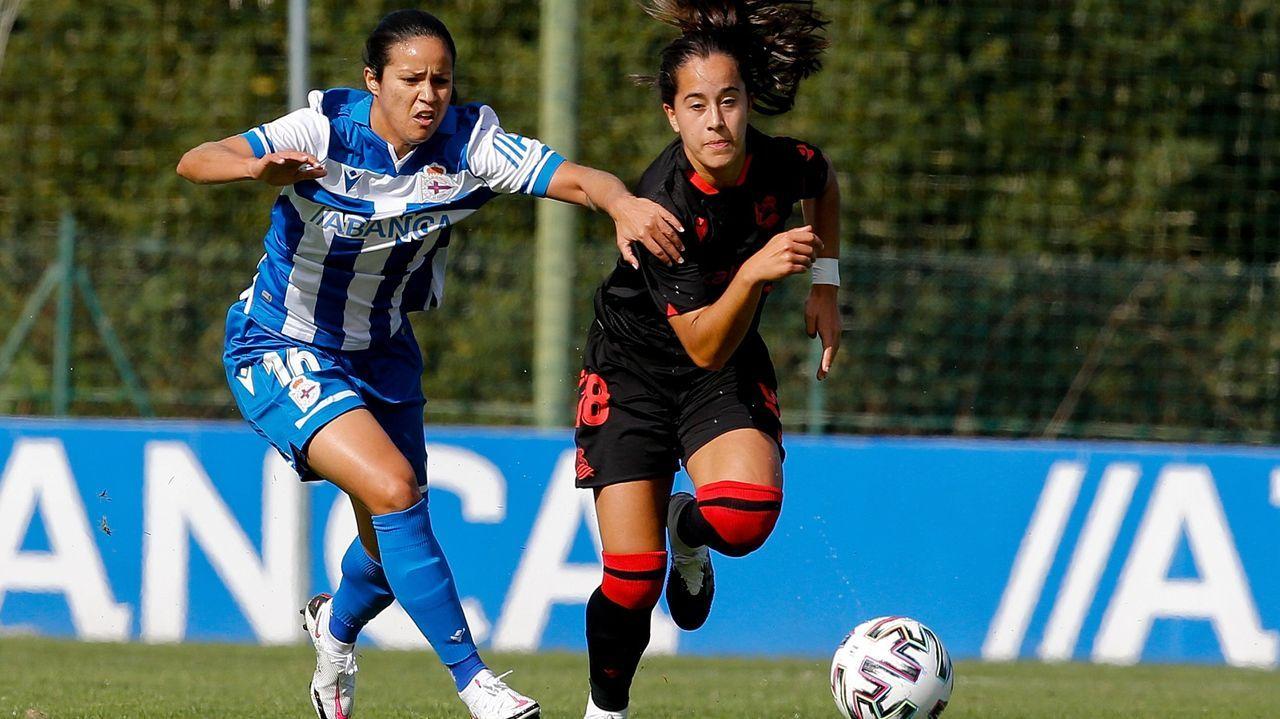 María Méndez, a la izquierda, celebra uno de sus goles en la Copa de la Reina