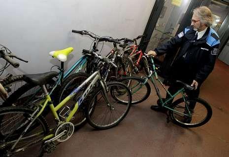 Las bicicletas se pueden entregar en el Concello y en los colegios del municipio.