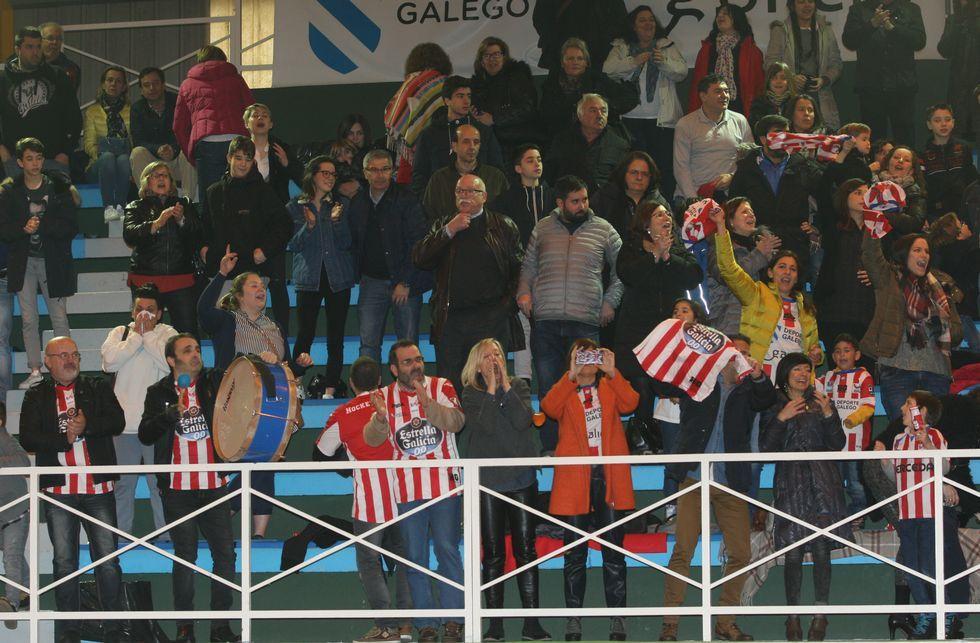 Los aficionados del Patín Cerceda jugaron un papel importante en el derbi ante el Liceo.