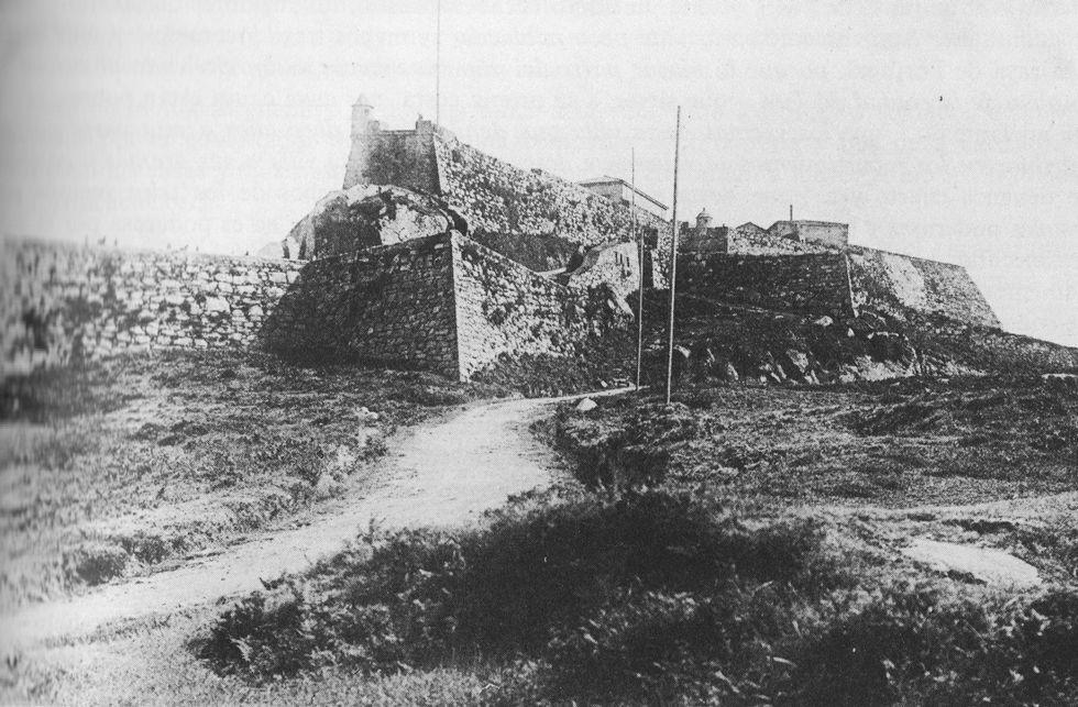 El castillo de O Castro era exactamente igual a mediados del siglo XVIII a como se ve en la foto.
