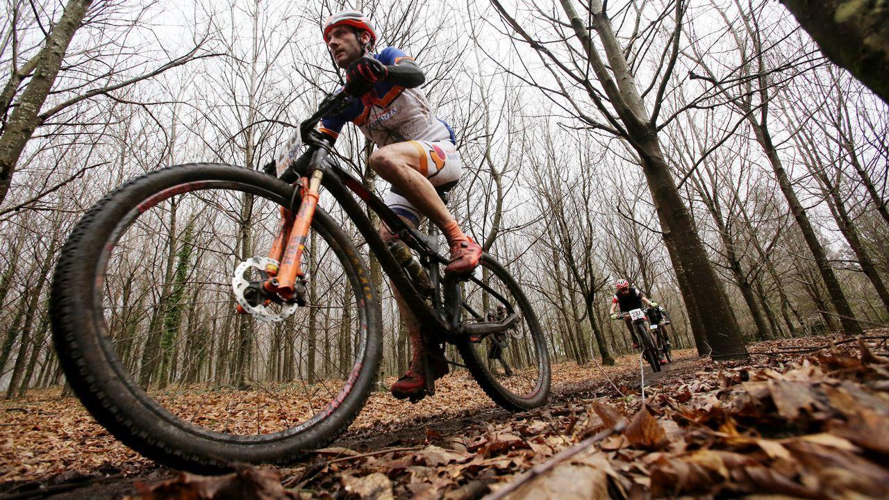 Las bicis invaden los montes de Candeán