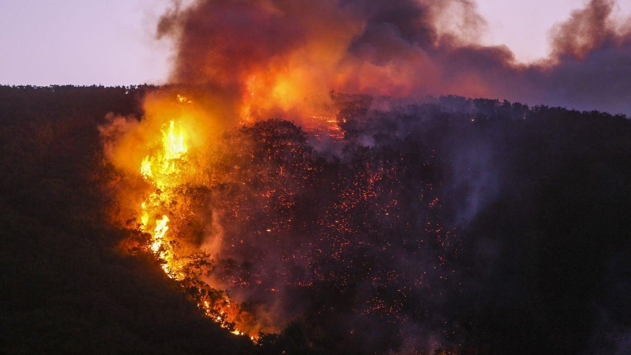 Incendio en Folgoso do Courel.Imagen de archivo de un incendio intencionado en Entrecruces