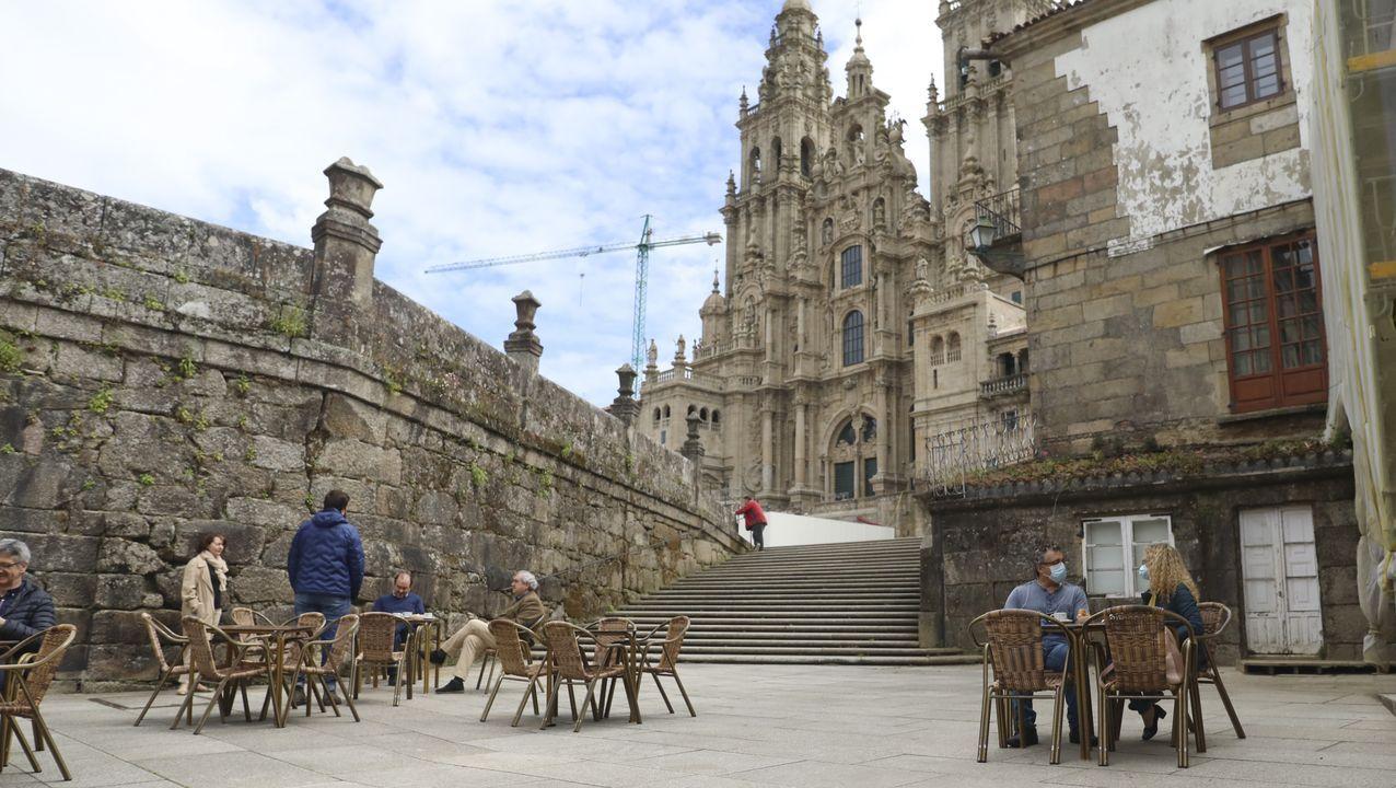 Así estrenó Galicia el cambio de fase.Terminal de salidas del aeropuerto de Lavacolla.