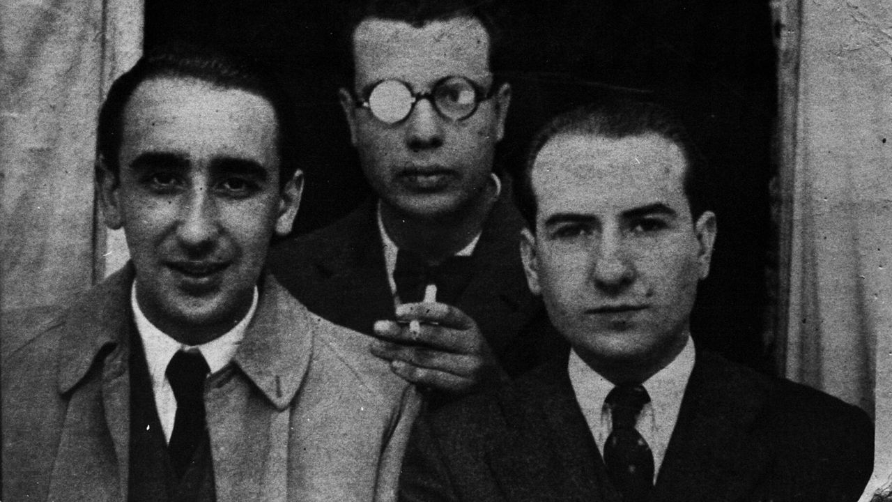 Espazos baleiros no Día das Letras.Carvalho Calero (dereita) con Álvaro Cunqueiro e Fernández del Riego antes do estalido da Guerra Civil