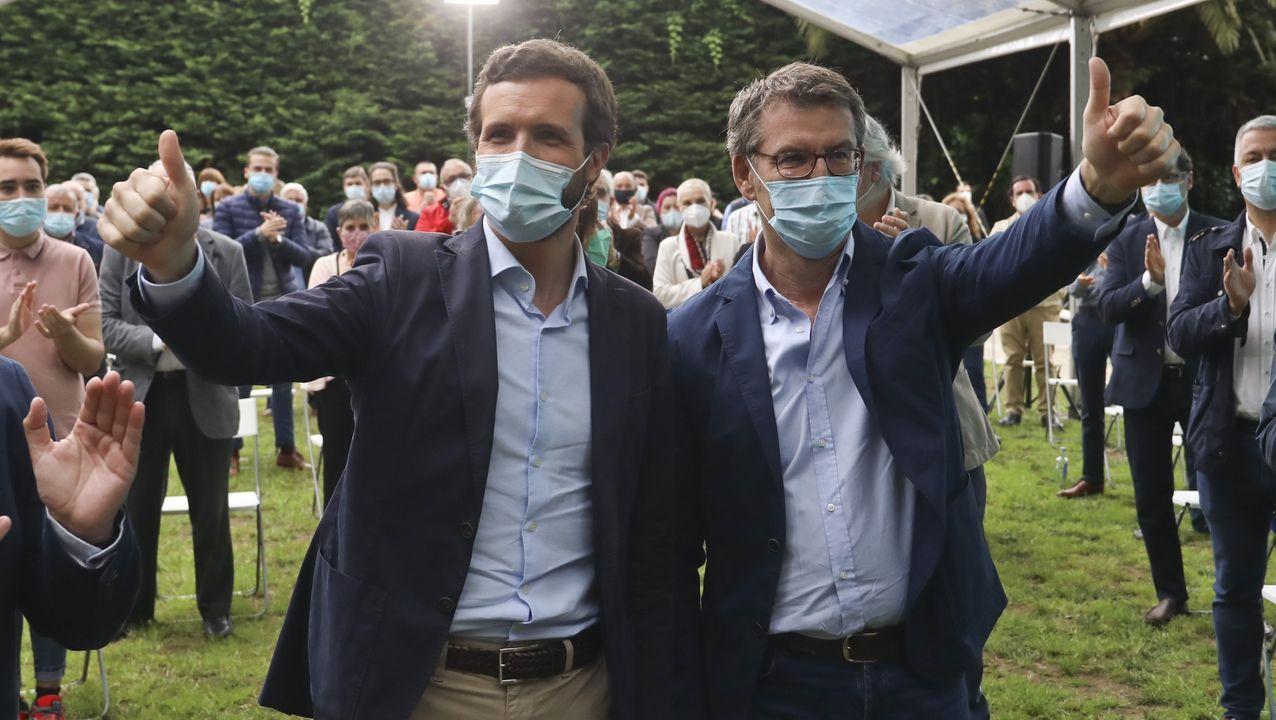 Casado y Feijoo, en un acto electoral que compartieron en Santiago