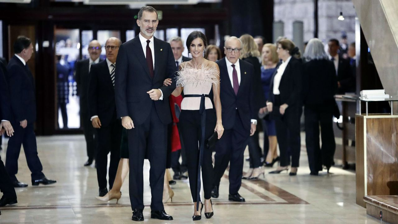 Felipe VI, Letizia Ortiz.Los reyes, a su llegada al concierto de los premios Princesa de Asturias 2019, en el Auditorio