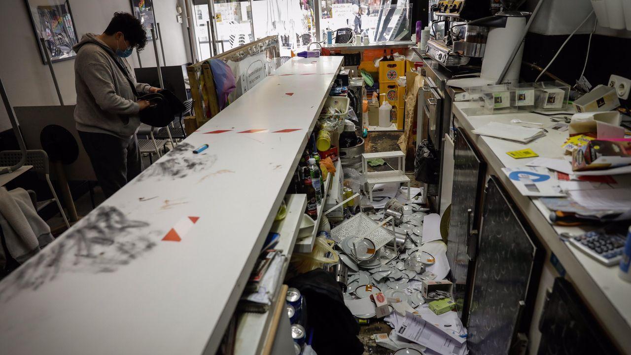 San Xoán 2020: la celebración más atípica en imágenes.Una ambulancia del 061 trasladó al accidentado a un centro médico