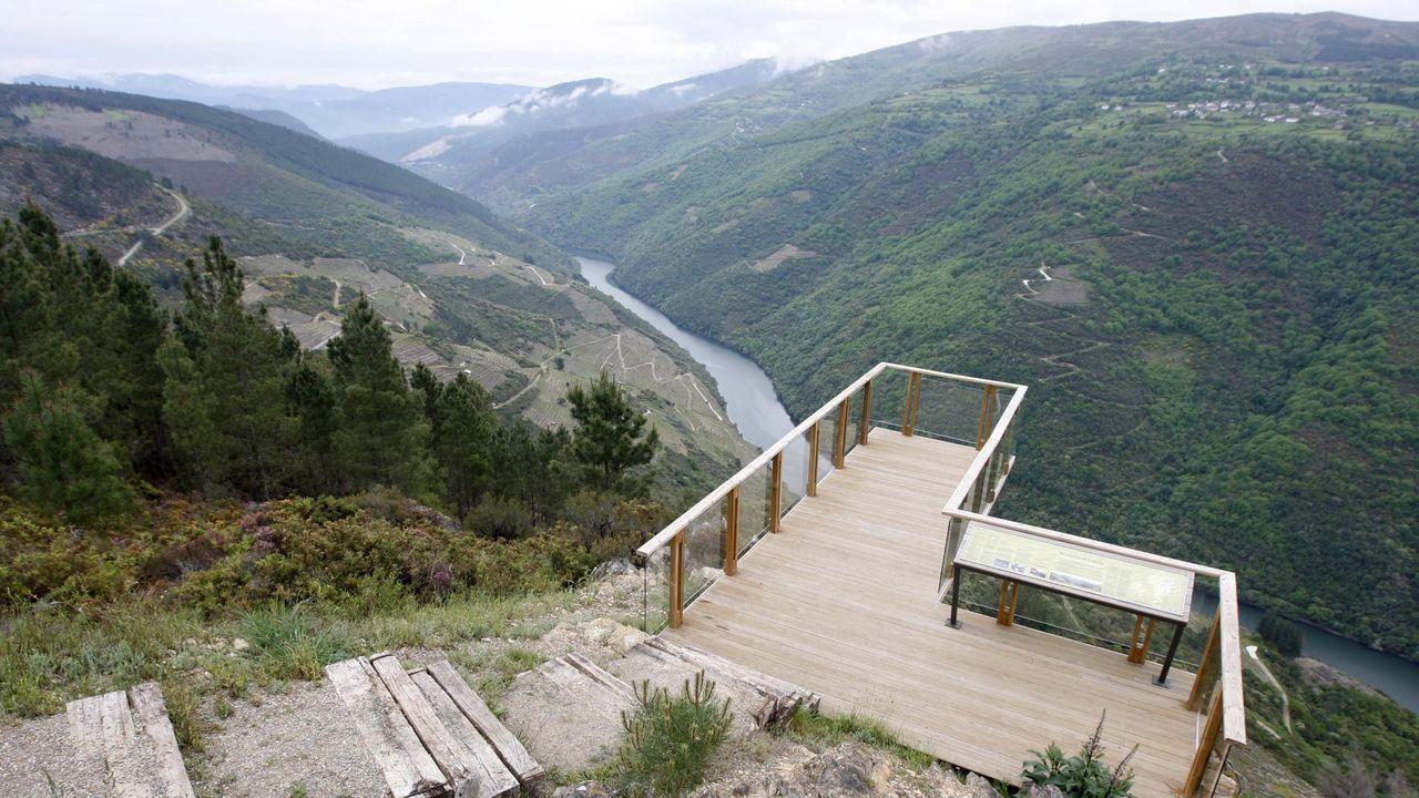 Actuaciones realizadas en el patrimonio histórico del sur lucense durante la pandemia.Mirador sobre el cañón del Sil en Vilachá, por el que pasa la ruta de senderismo