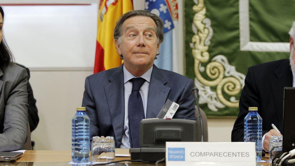 Julio Fernández Gayoso y José Luis Méndez, en el 2010, cuando se fusionaron las cajas gallegas