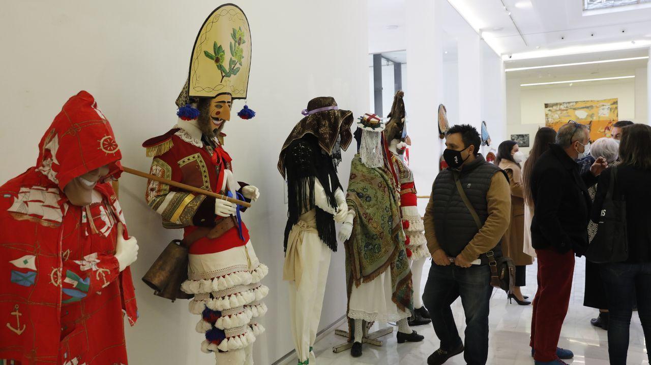 Más de cien piezas forman parte de la exposición sobre el entroido de Ourense.«Anteface», de Teresa Argibay, como a insinuación