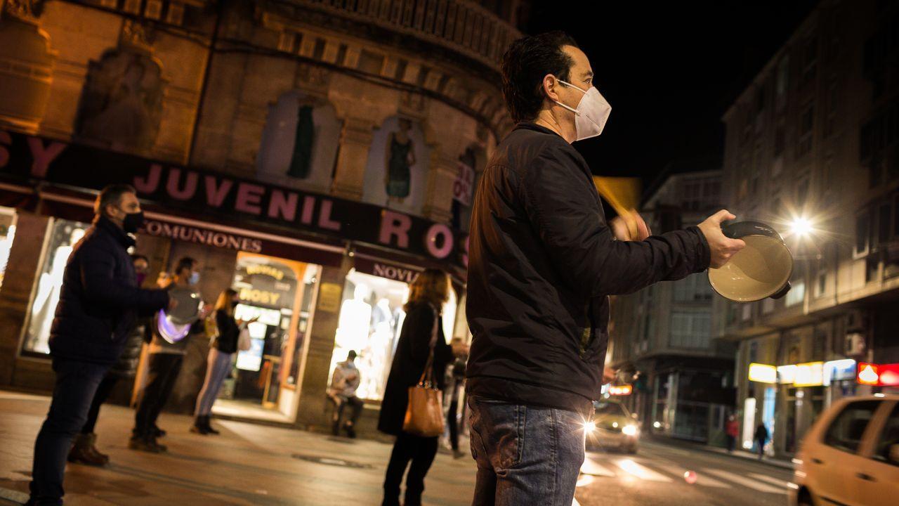 Protesta en Verín por la decisión de la Xunta de mantener el cierre del municipio pese a bajar la incidencia del covid-19.Castrillo es el jefe de Ginecología del Hospital de Verín