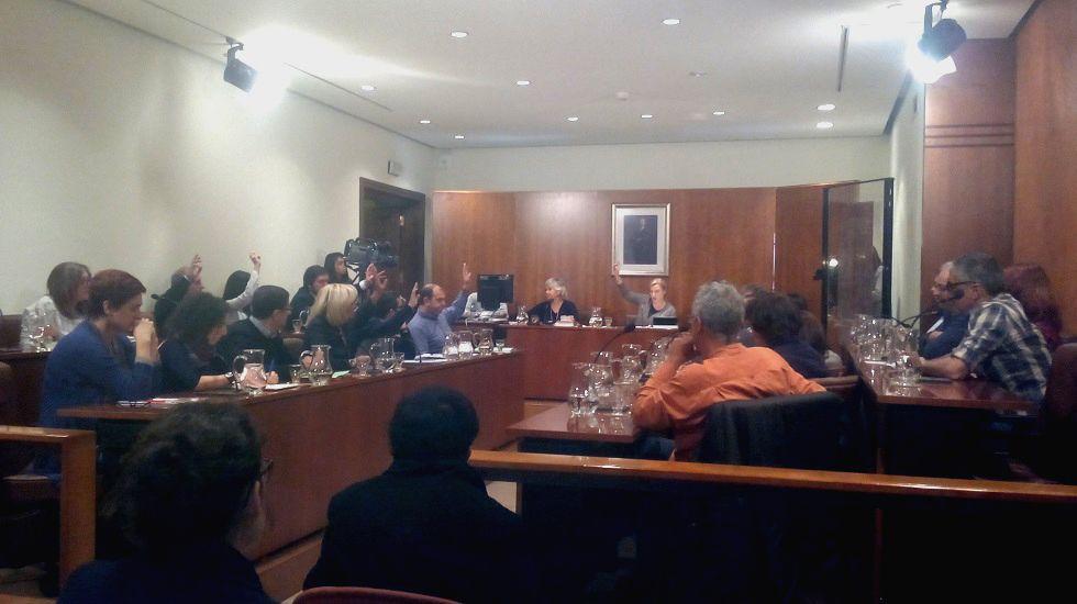 El Pleno avilesino vota la comisión de la «trama del agua»