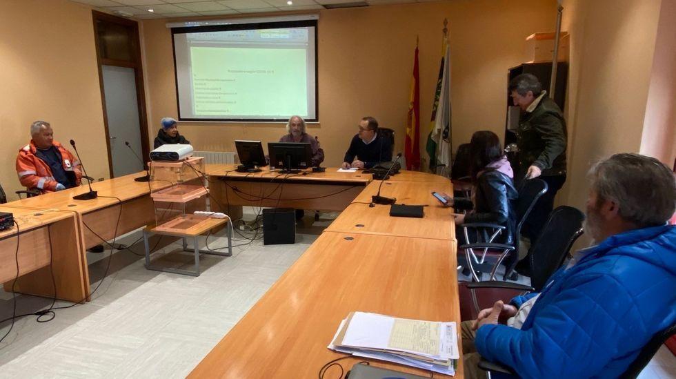 Reunión en el consistorio de A Pobra do Brollón en la que se acordaron medidas por el coronavirus