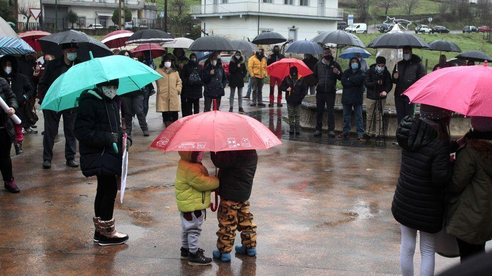 Las familias con niños en el colegio reclaman cambios en el concurso para adjudicar el contrato del transporte escolar