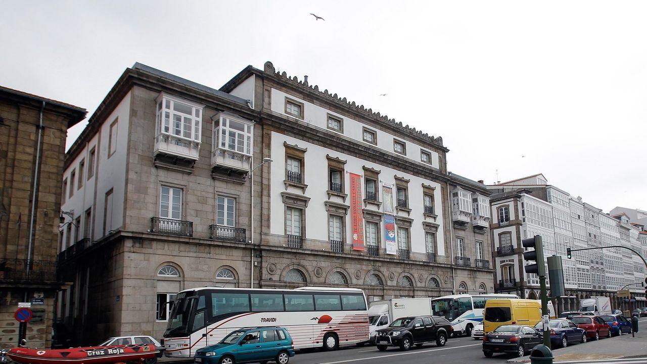 El IES de Sar expone en sus instalaciones un «Guernica» y otras obras del alumnado de artes