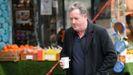Piers Morgan camina cerca de su casa a la mañana siguiente de abandonar el popular espacio matinal «Good Morning Britain»