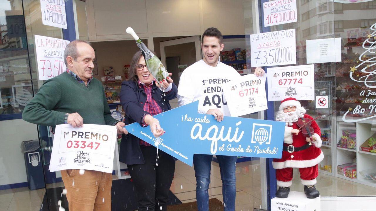 Estas son las personas que repartieron suerte en A Coruña